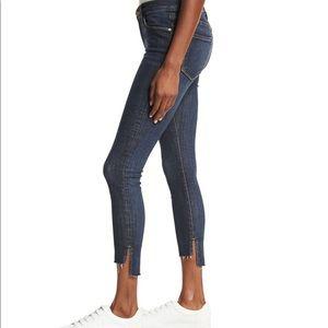 FRAME Le Skinny de Jeanne Stagger Raw-Hem Jeans